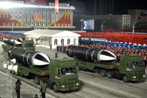 북한, 열병식서 공개한 무기가…
