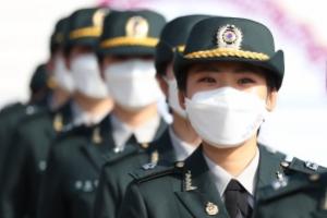 국군간호사관학교 졸업생도들 표정