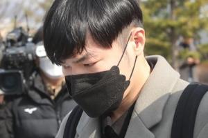 """'프로포폴' 가수 휘성, 집행유예…법원 """"오남용 중단 의지 참작""""(종합)"""