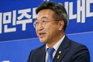 """與 신임 원내대표 윤호중 """"개혁입법 중단 없다"""""""