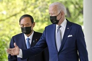 [포토] 스가-바이든, 마스크 쓰고 함께 기자회견장으로