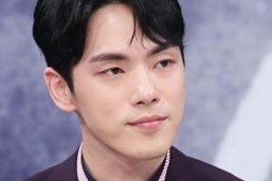 """""""스케줄 강행"""" vs """"정상활동 못해"""" 배우 김정현·소속사 갈등 본격화"""