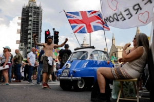 마스크 벗자 확진자 급증한 유럽…영국은 하루 5만명