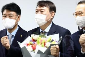 윤석열, 전격 국민의힘 입당 왜?…'외연 확장' 과제
