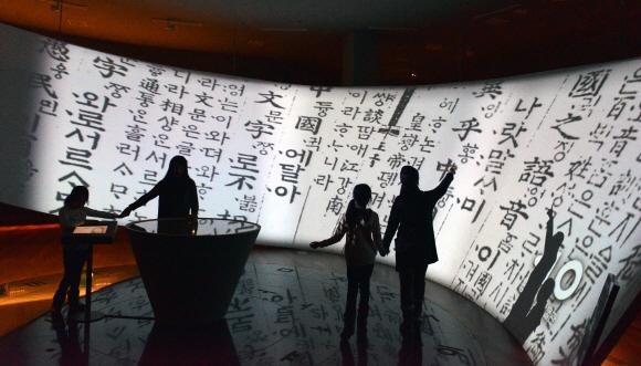 서울신문] [이종원 선임기자 카메라 산책] '국립한글박물관'을 가다