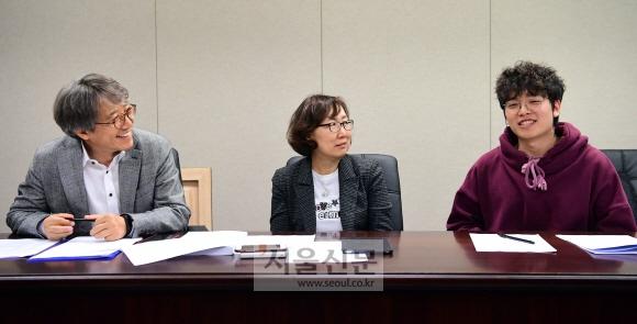 최근 서울신문사에서 열린 '10대 노동 리포트: 나는 티슈 노동자입니다' 시리즈 좌담회에서 송하민(오른쪽) 청소년유니온 위원장이 10대 노동의 현실에 대해 발언하고 있다. 이를 바라보고 있는 송태수(왼쪽부터) 한국기술교육대 고용노동연수원 교수와 이원희 노무사. 정연호 기자 tpgod@seoul.co.kr
