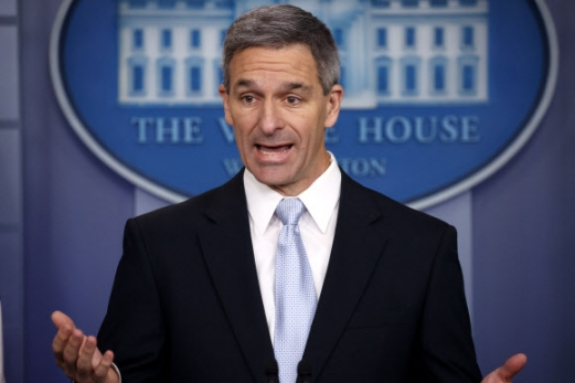 Ken Cuccinelli Acting Director of United States Citizenship and Immigration Services Ken Cuccinelli, speaks during a briefing at the White House, Monday, Aug. 12, 2019, in Washington. (AP Photo/Evan Vucci)/2019-08-14 10:14:39/ <연합뉴스
