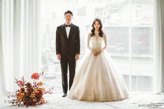 '오늘 결혼' 이영하, 승무원 예비신부와 직업 드러낸 화보