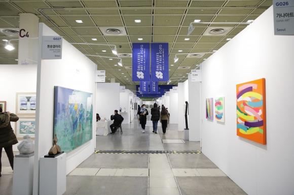 2020 화랑미술제 전시장 전경. 한국화랑협회 제공
