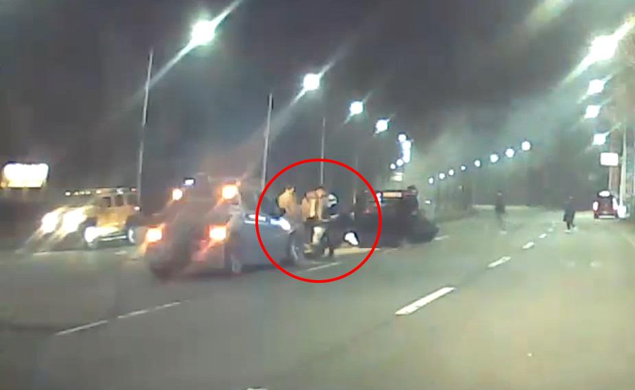 [따뜻한 세상] 전복 화재 차량서 운전자 구한 경찰관
