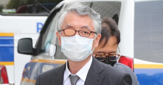 문은상(앞) 신라젠 대표. 연합뉴스