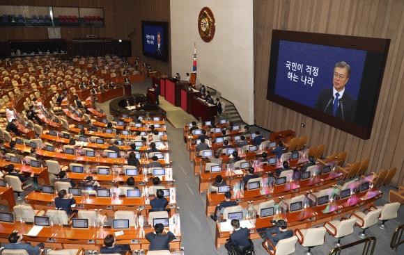 '추미애 공방' 일색 속 존재감… '소신 질의' 의원 누구?