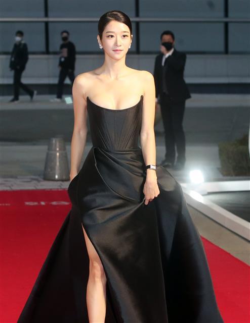 배우 서예지 '아찔한 드레스'