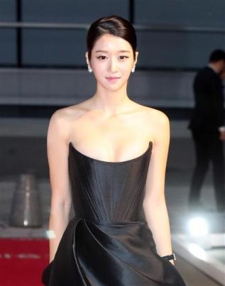 블랙 드레스 입은 배우 서예지