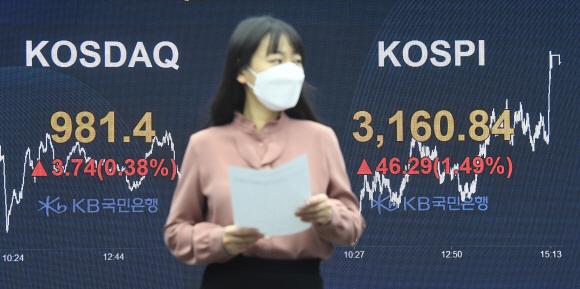 [서울신문] 바이든 취임식 선물 … KOSPI 최고 기록 돌파