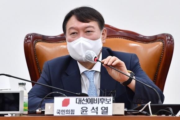 """국민의힘 만난 윤석열 """"대선 출마, 개인적으로 보면 패가망신하는 길"""""""