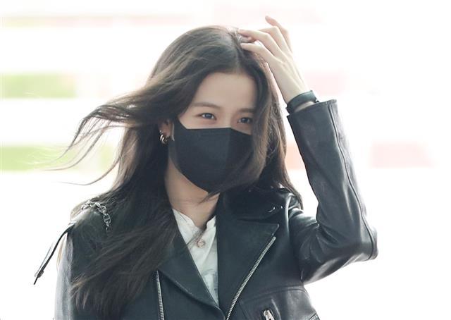 인천공항 도착하는 블랙핑크 지수