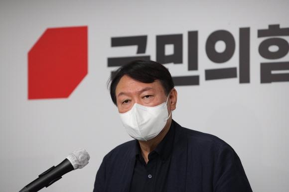 """尹 '개 사과' 파문...""""박근혜보다 무식, MB보다 욕심"""" 여야 맹폭"""